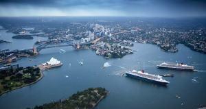 queen-elizabeth-queen-mary-2-sydney-harbour